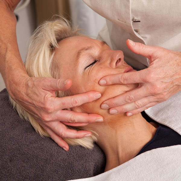 Natural face lift massage behandeling